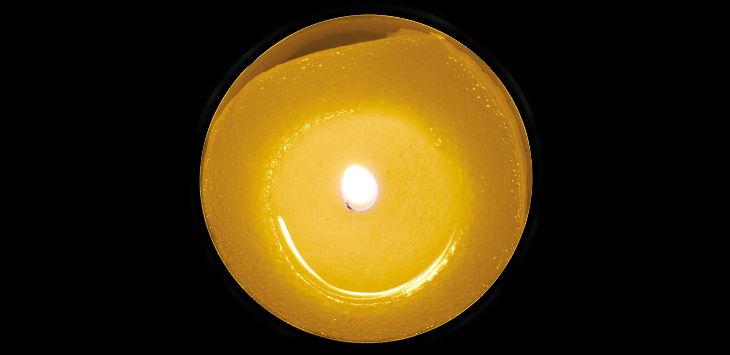 MB Christmas candle
